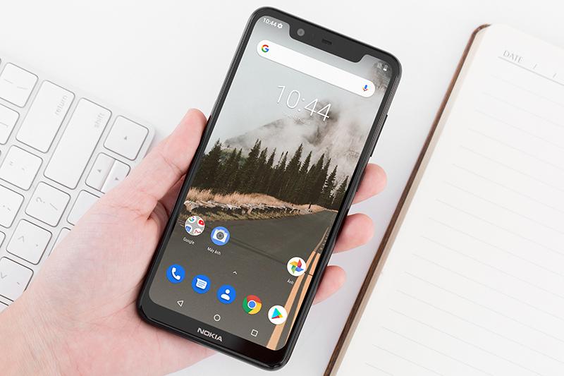 Nokia 5.1 Plus đem lại cảm giác cầm nắm dễ chịu