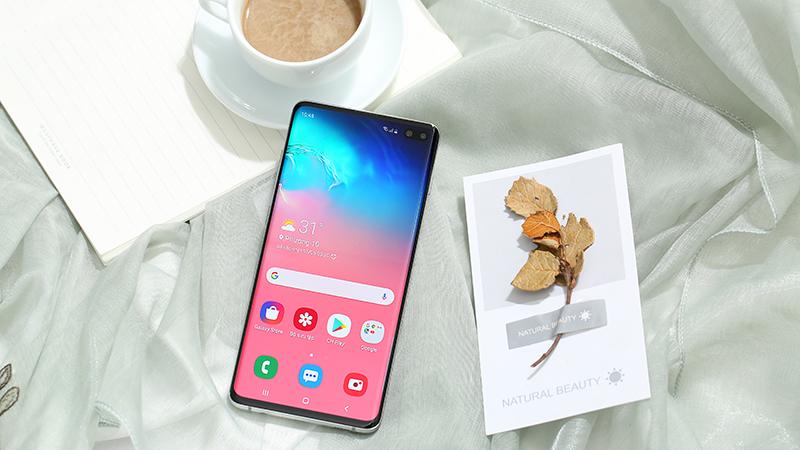 Mặt trước điện thoại Samsung Galaxy S10+ chính hãng