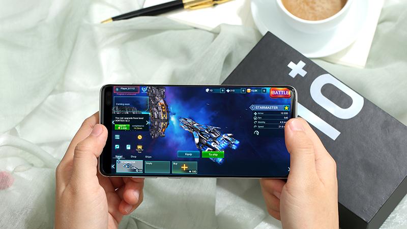 Chơi game trên điện thoại Samsung Galaxy S10+ chính hãng