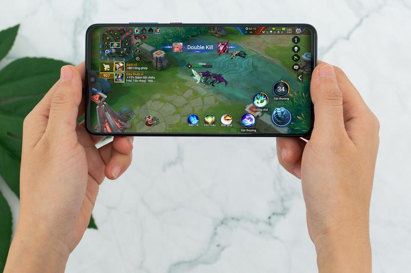 Chơi game trên điện thoại Huawei Mate 20