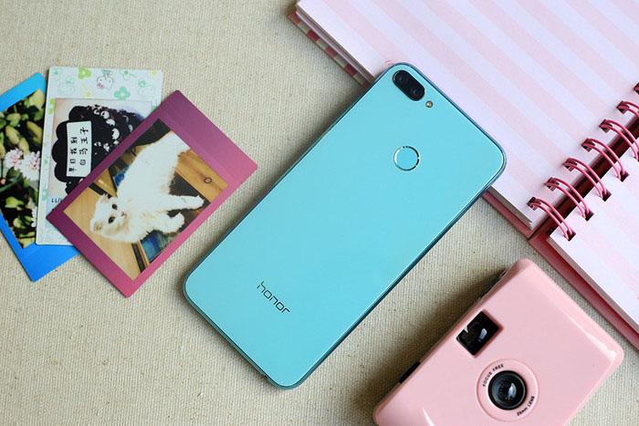 Thiết kế điện thoại Honor 9N