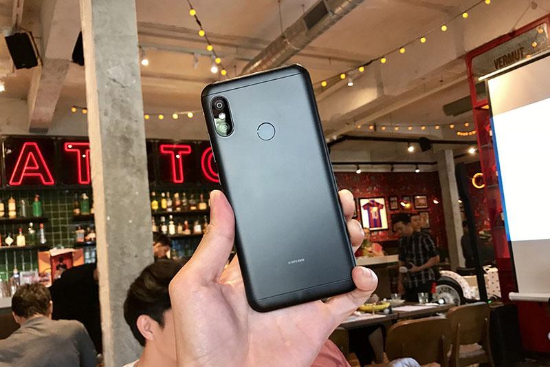 Thiết kế điện thoại Xiaomi Mi A2 Lite