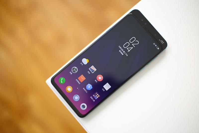 Không gian trải nghiệm rộng rãi trên Xiaomi MI MIX 3 chính hãng