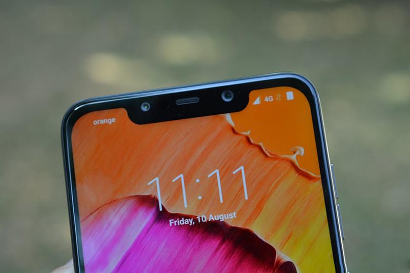 Camera trước selfie của điện thoại Xiaomi Pocophone F1