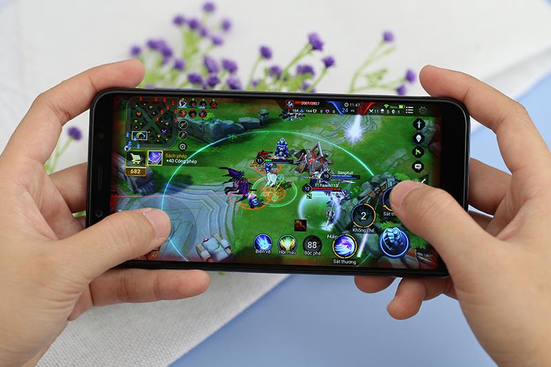 Chơi game Liên quân trên điện thoại HTC U12 Life