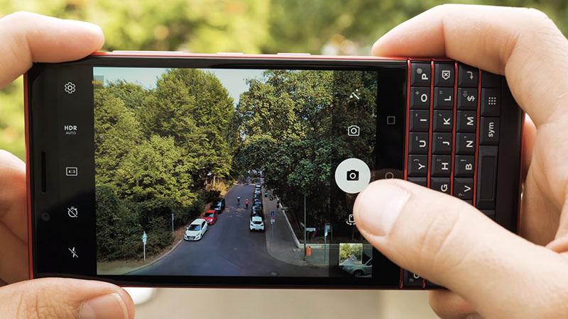 Camera sau của điện thoại BlackBerry KEY2 LE