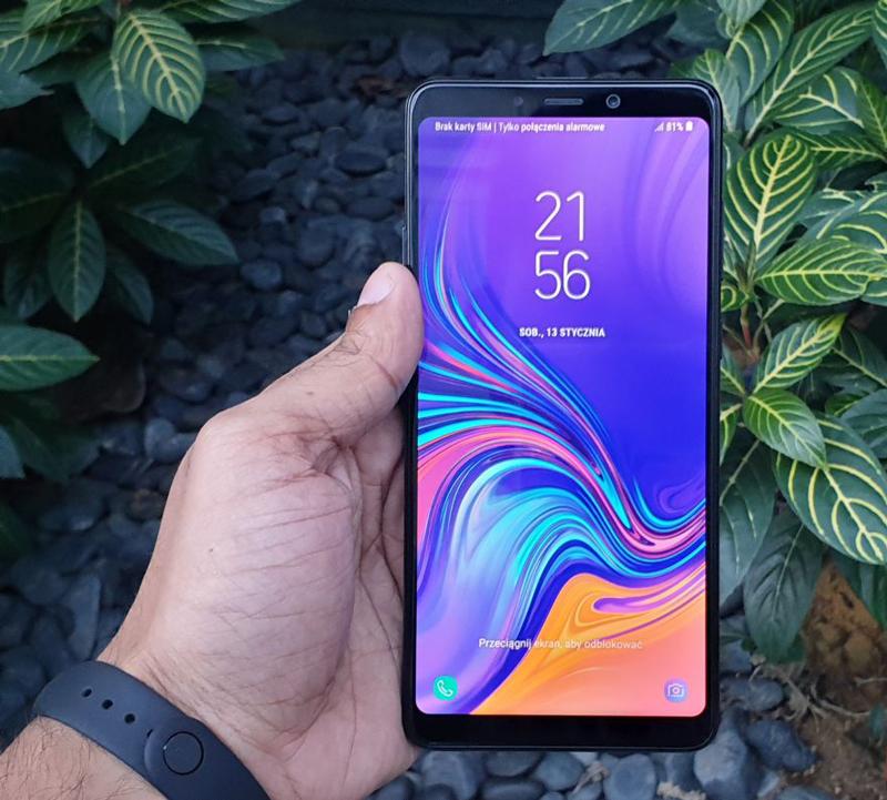 iPhone - ទូរស័ព្ទ Samsung Galaxy A9 (2018) - កាមេរ៉ាបួន