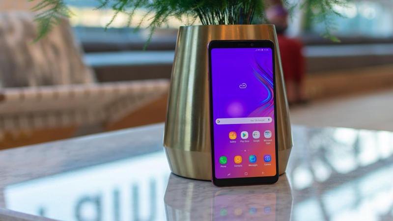 Thiết kế mặt trước của Samsung Galaxy A9 (2018)