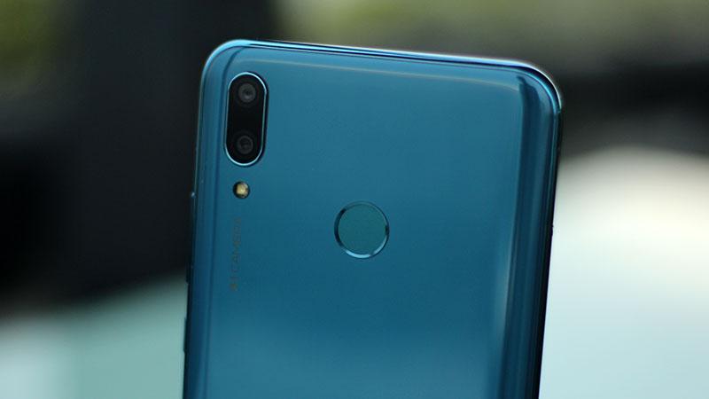 Cảm biến vân tay ở mặt lưng điện thoại Huawei Y9 2019