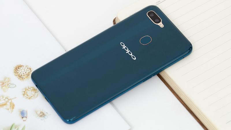 Thiết kế mặt lưng điện thoại OPPO A7 chính hãng