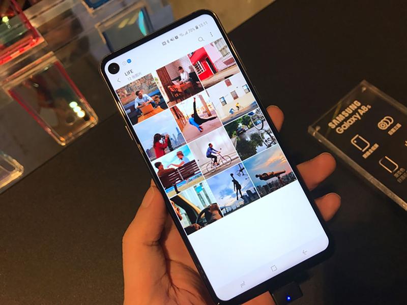 Màn hình ấn tượng trên điện thoại Samsung Galaxy A8s chính hãng