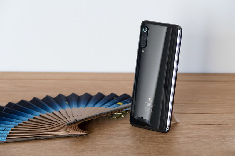 Thiết kế của điện thoại Xiaomi Mi 9 chính hãng