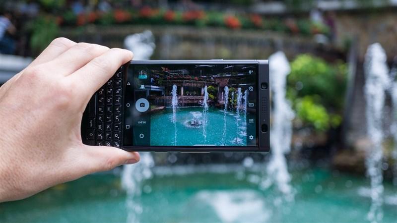 Camera sau của điện thoại BlackBerry KEYone 3GB/32GB chính hãng