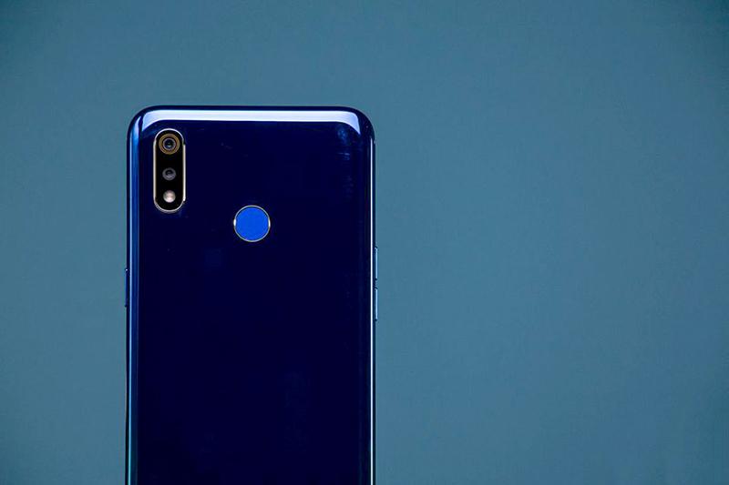 Thiết kế của điện thoại Realme 3 chính hãng