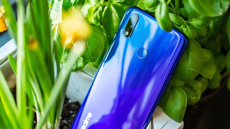 Thiết kế của điện thoại Realme 3 Pro chính hãng