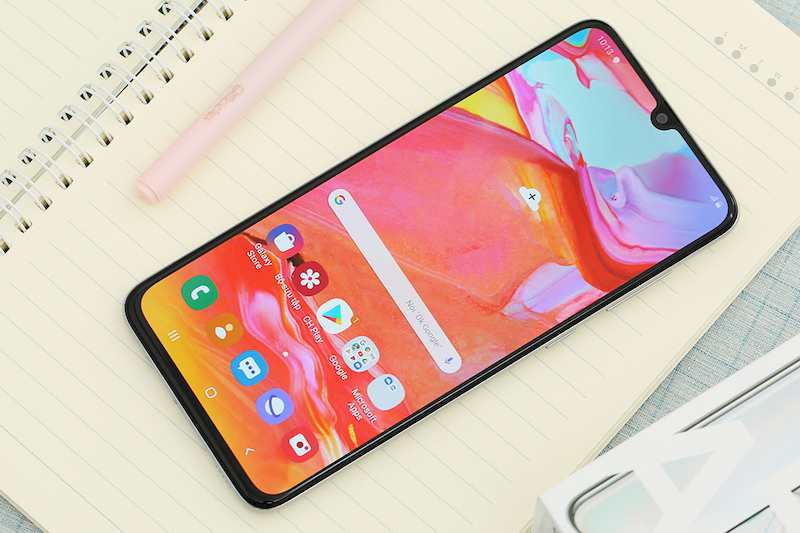 Samsung Galaxy A70 | Thiết kế màn hình