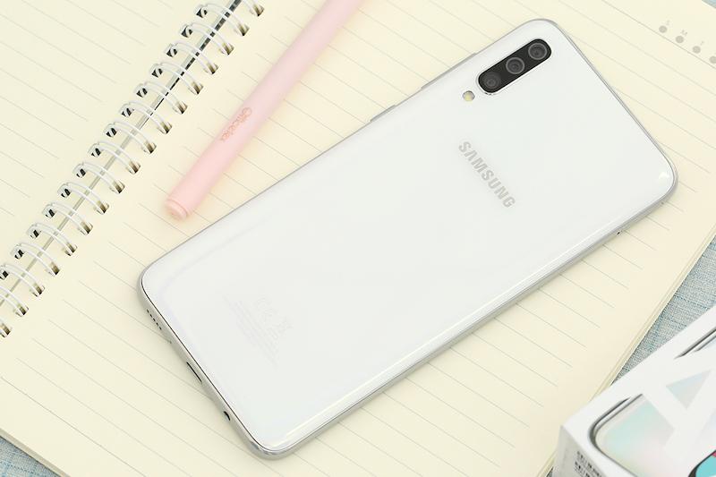Samsung Galaxy A70 | Thiết kế mặt lưng