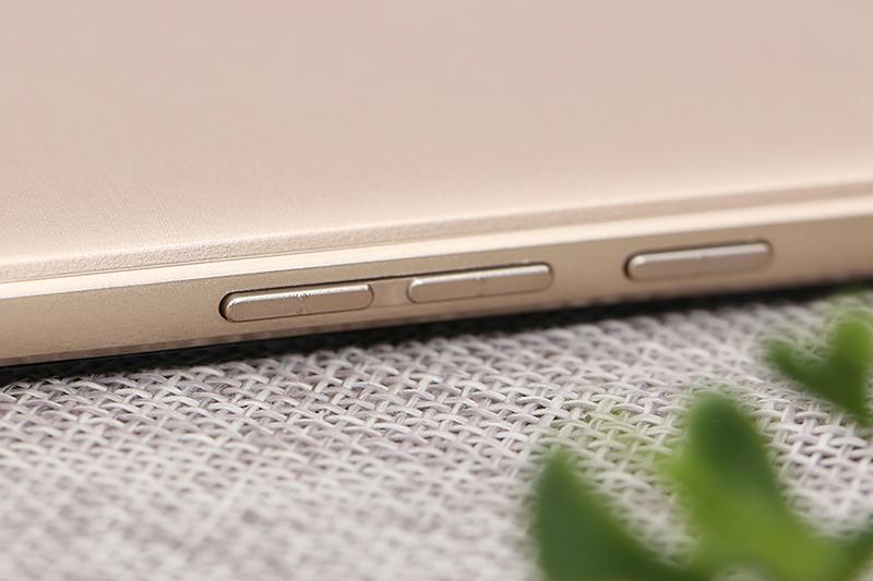 Phím bấm chất lượng tốt trên điện thoại Mobell S41 chính hãng