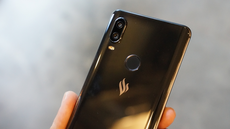 Cảm biến vân tay một chạm trên điện thoại Vsmart Active 1 chính hãng