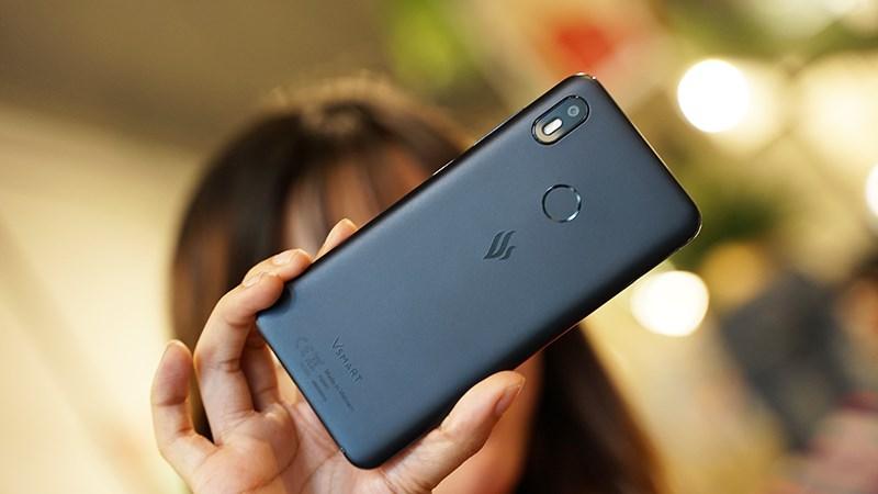 Thiết kế mặt lưng điện thoại Vsmart Joy 1 chính hãng