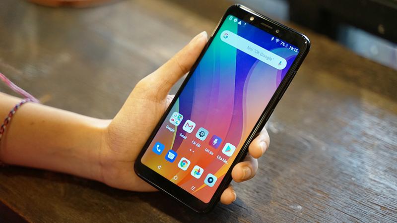 Cảm giác cầm nắm trên điện thoại Vsmart Joy 1 chính hãng