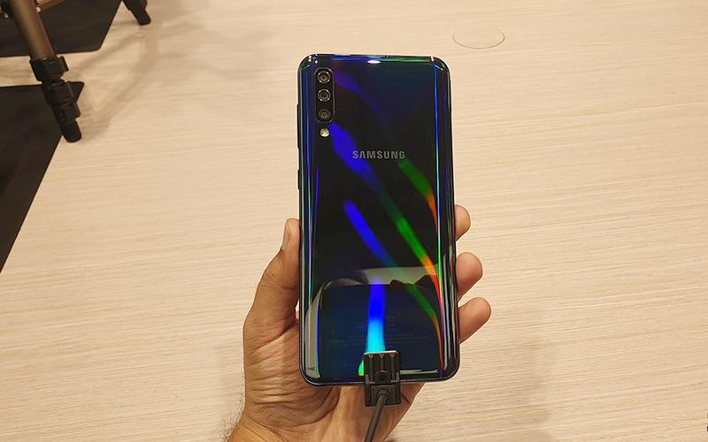 Phone - ទូរស័ព្ទ Samsung Galaxy A50 - រចនា