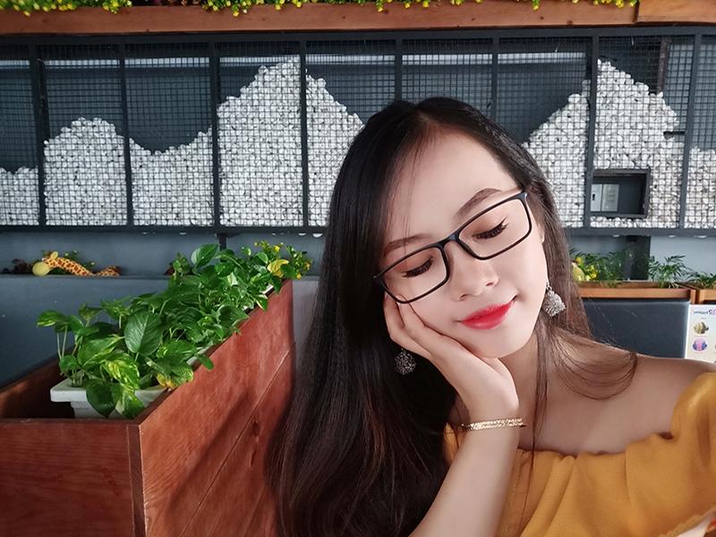 Ảnh selfie OPPO F9 Xanh Phỉ Thuý