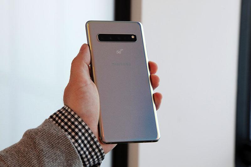 Khả năng chống nước và bụi bẩn của điện thoại Samsung Galaxy S10 5G chính hãng
