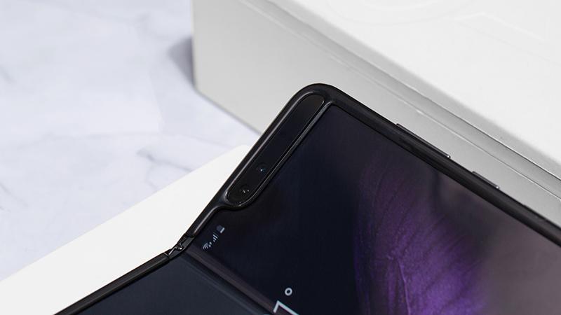 Camera trước của điện thoại Samsung Galaxy Fold chính hãng