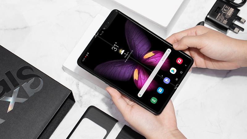 Trải nghiệm sử dụng của điện thoại Samsung Galaxy Fold chính hãng