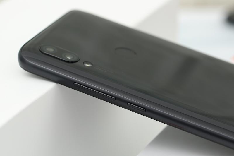 Xiaomi Redmi 7 32GB | Thiết kế