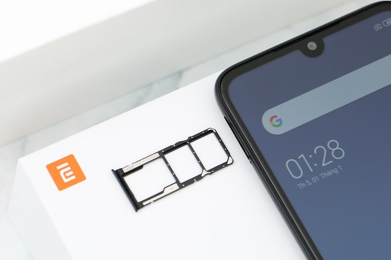 Xiaomi Redmi 7 32GB | Khe 2 sim và 1 thẻ nhớ