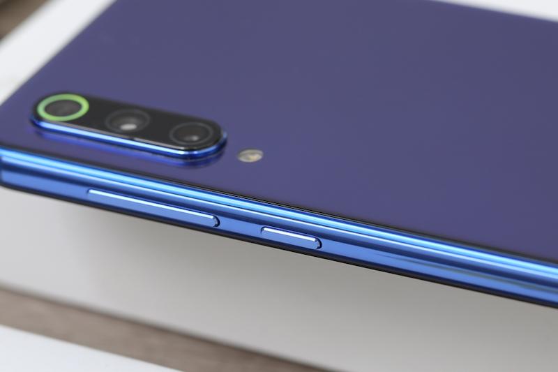 Điện thoại Xiaomi Mi 9 SE | Cụm 3 camera trên máy
