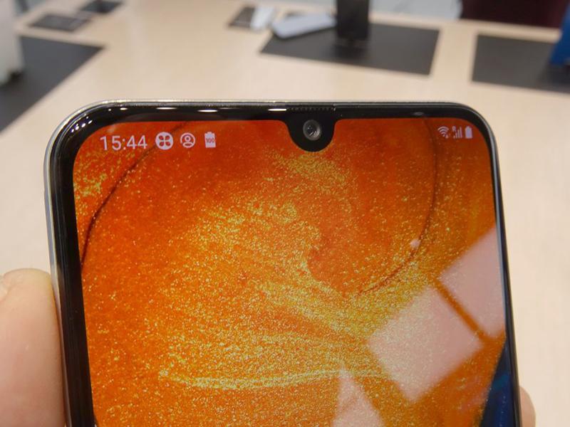 Phone - ទូរស័ព្ទ Samsung Galaxy A30 - រចនាអេក្រង់