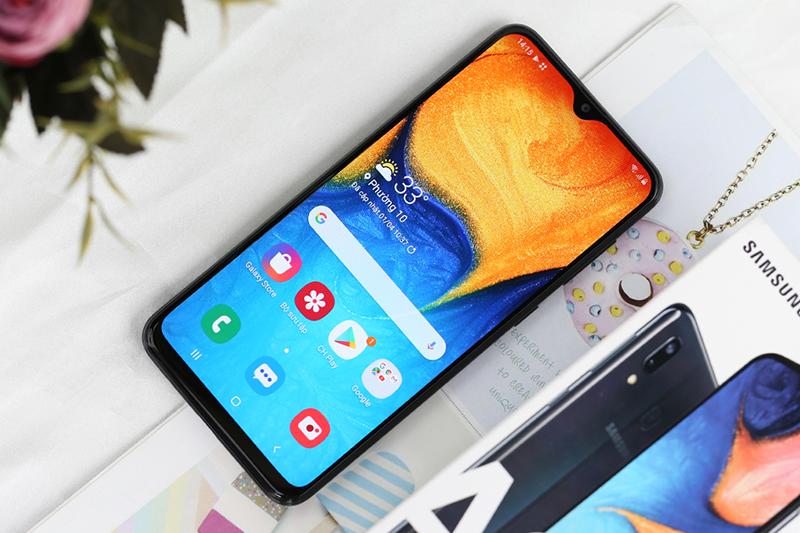 Samsung Galaxy A20 | Màn hình Infinity-V