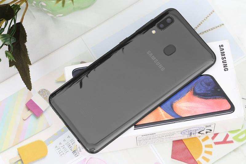 Samsung Galaxy A20 | Thiết kế mặt lưng và màu sắc