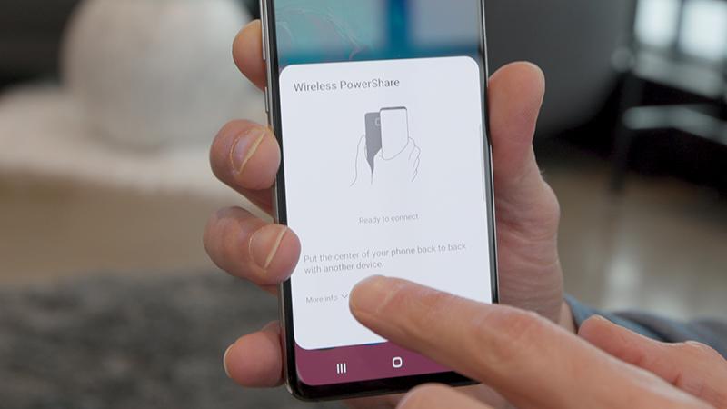 Tính năng PowerShare trên Galaxy S10+