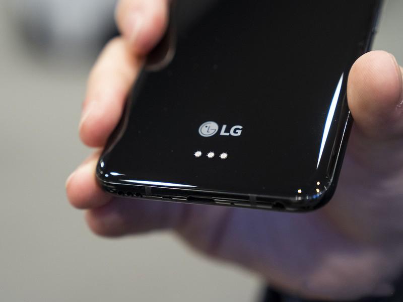 Thiết kế của điện thoại LG V50 ThinQ chính hãng