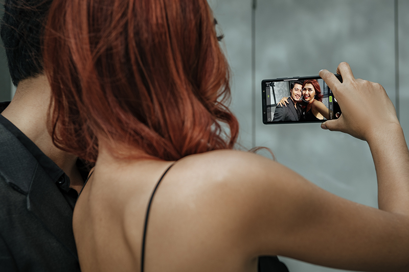 Trải nghiệm chụp ảnh sefie với camera trước của BlackBerry Evolve
