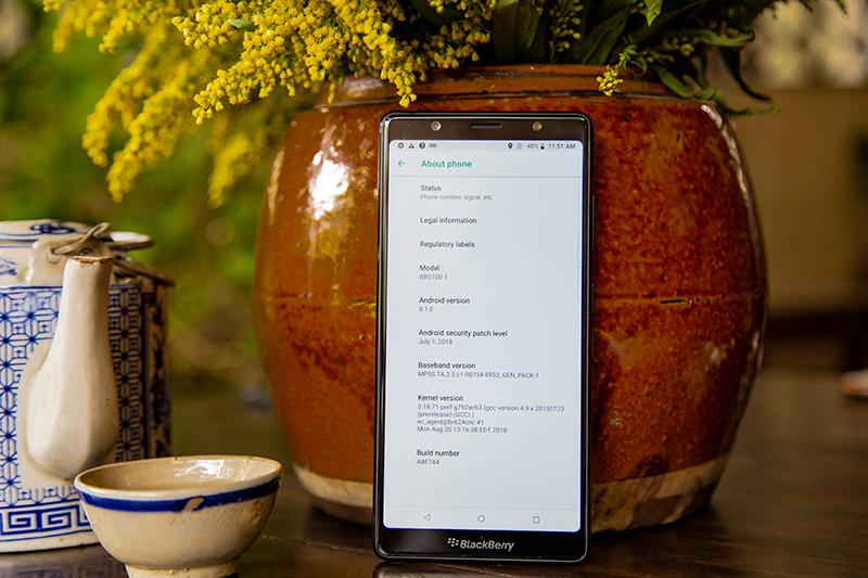 Màn hình của điện thoại BlackBerry Evolve chính hãng