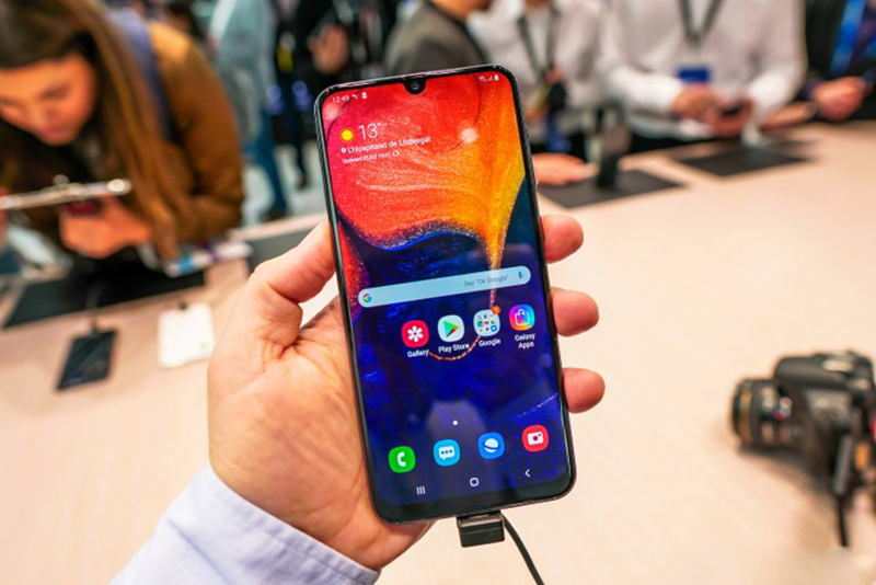 Phone - ទូរស័ព្ទ Samsung Galaxy A50 128GB - កម្លាំងម៉ាសុីន