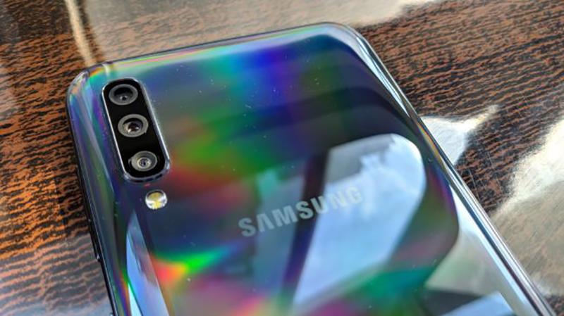 Phone - ទូរស័ព្ទ Samsung Galaxy A50 128GB - រចនាអេក្រង់