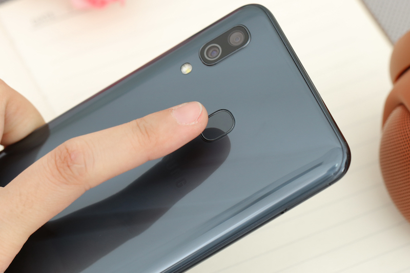 Điện thoại Samsung Galaxy A30 3GB/32GB | Cảm biến vân tay