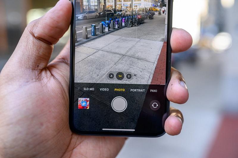 Điện thoại iPhone 11 Pro Max 64GB | Giao diện chuyển đổi các ống kính camera