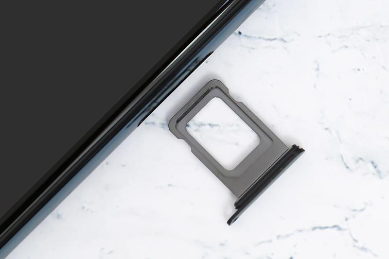 Điện thoại iPhone 11 Pro Max 64GB | Khay sim