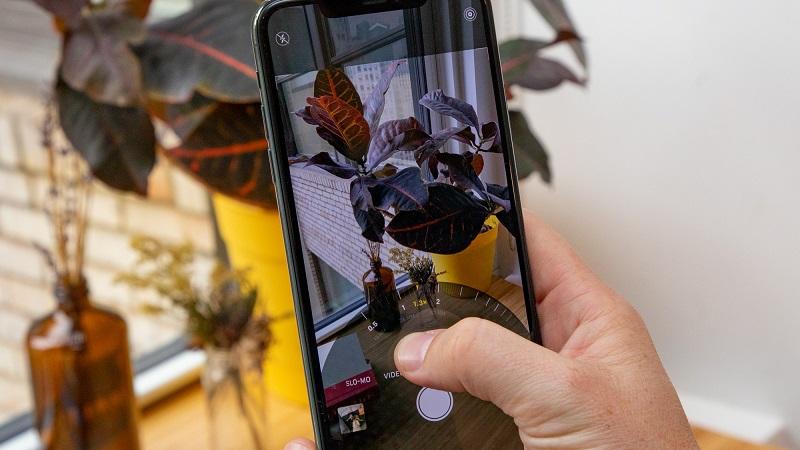 Điện thoại iPhone 11 Pro Max 64GB | Giao diện chụp ảnh chế độ zoom quang học