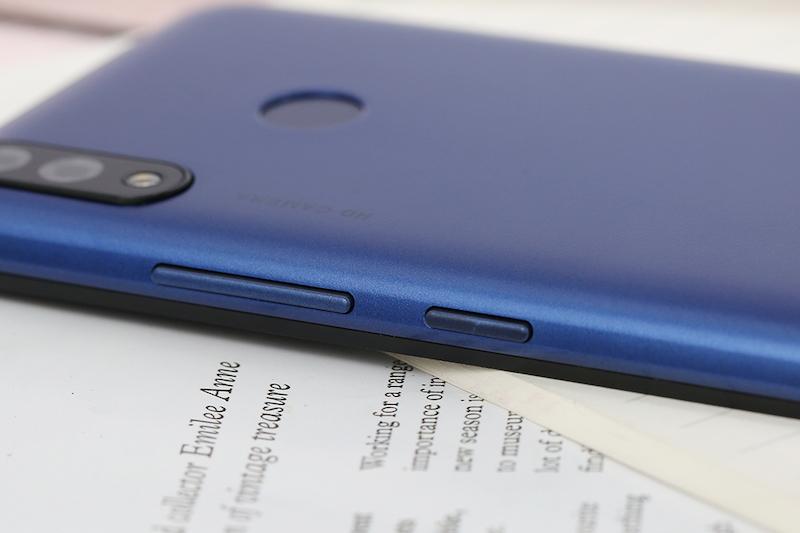 Điện thoại Itel P33 | Thiết kế mặt lưng