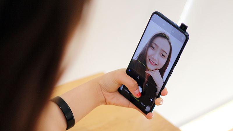 Điện thoại Vivo V15 64GB | Chụp selfie