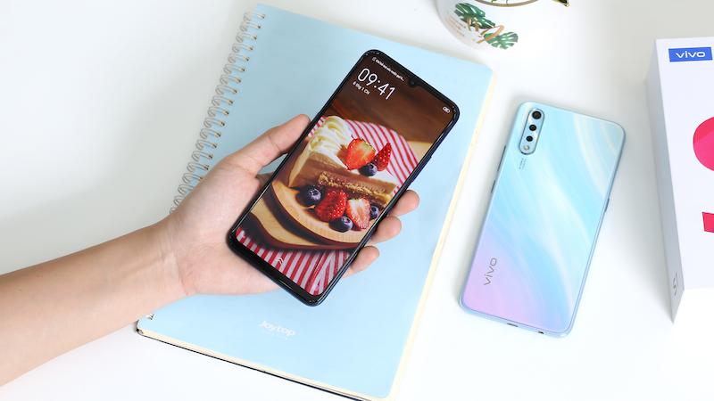Điện thoại smartphone Vivo S1 | Thiết kế màn hình