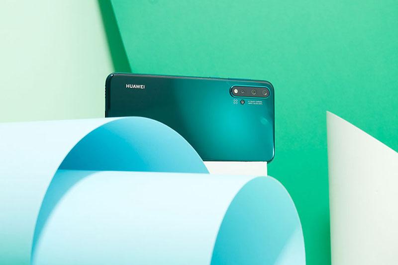 Thiết kế của điện thoại Huawei Nova 5 chính hãng
